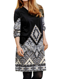 Cellbes BLACK Border Print V-Neck Dress - Size 12/14 to 28/30 (38/40 to 54/56)